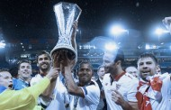 Sevilla lift Europa League trophy